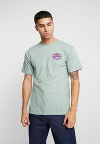 Obey Clothing - GLOBAL WORLDWIDE - Printtipaita - sage - 0