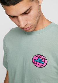 Obey Clothing - GLOBAL WORLDWIDE - Printtipaita - sage - 3