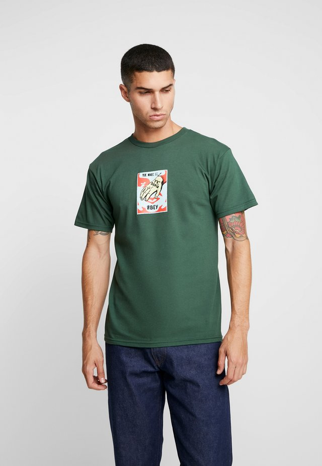 MARK OF  - Print T-shirt - forest green