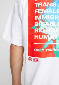 Obey Clothing - OBEY ONE LOVE - Printtipaita - white - 5
