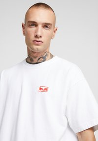 Obey Clothing - OBEY ONE LOVE - Printtipaita - white - 4