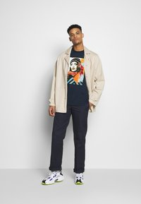 Obey Clothing - OBEY FIRE - T-shirt med print - navy - 1