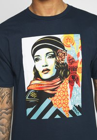 Obey Clothing - OBEY FIRE - T-shirt med print - navy - 5