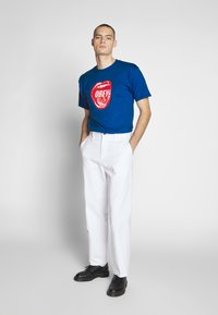 Obey Clothing - SCREAMIN LIPS - Triko spotiskem - royal blue - 1