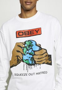Obey Clothing - SQUEEZE OUT HATRED - Långärmad tröja - white - 4