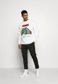 Obey Clothing - SQUEEZE OUT HATRED - Långärmad tröja - white - 1