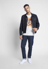 Obey Clothing - FACE COLLAGE - Camiseta estampada - cream - 1