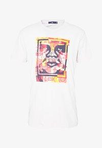 Obey Clothing - FACE COLLAGE - Camiseta estampada - cream - 3