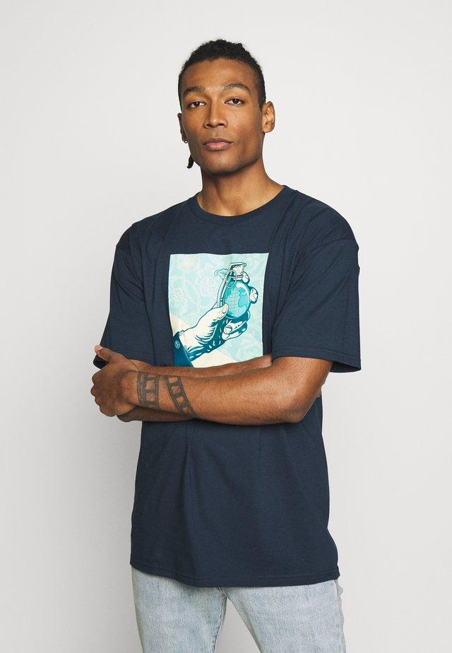 ROYAL TREATMENT - T-shirt med print - navy