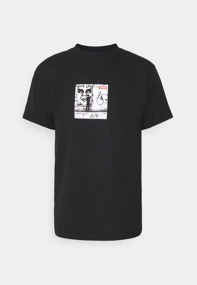THE MEDIUM IS THE MESSAGE - Print T-shirt - black