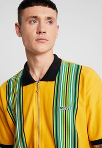 Obey Clothing - KELLY CLASSIC ZIP  - Camisa - energy yellow/multi-coloured - 3