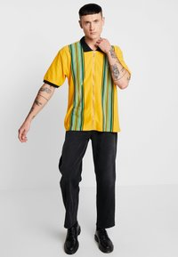 Obey Clothing - KELLY CLASSIC ZIP  - Camisa - energy yellow/multi-coloured - 1