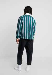 Obey Clothing - FIRM CLASSIC - Piké - dark teal/multi - 2