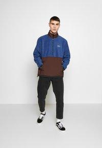 Obey Clothing - GALLAGHER  - Forro polar - blue multi - 1