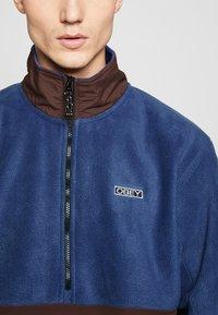 Obey Clothing - GALLAGHER  - Forro polar - blue multi - 4