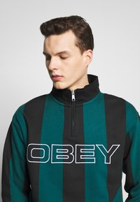 Obey Clothing - GOAL ZIP MOCK NECK - Sudadera - deep teal/multi - 3