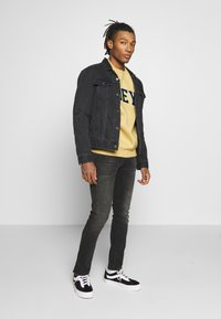 Obey Clothing - OBEY SPORTS II CREW - Mikina - almond - 1