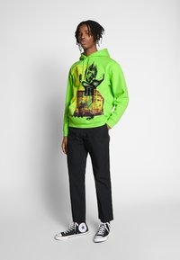 Obey Clothing - OUR PLANET - Mikina s kapucí - bright lime - 1