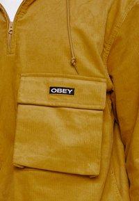 Obey Clothing - SHINER ANORAK - Větrovka - golden palm - 5