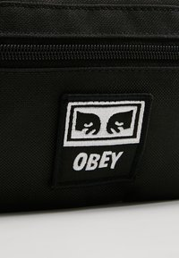 Obey Clothing - DAILY SLING BAG - Sac banane - black - 6