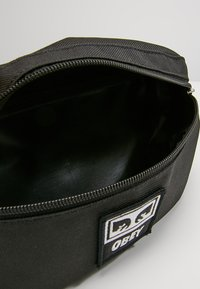 Obey Clothing - DAILY SLING BAG - Sac banane - black - 4