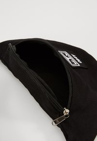 Obey Clothing - WASTED HIP BAG - Ledvinka - black twill - 4
