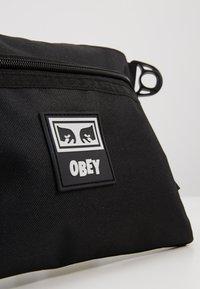 Obey Clothing - CONDITIONS SIDE BAG III - Taška spříčným popruhem - black - 2
