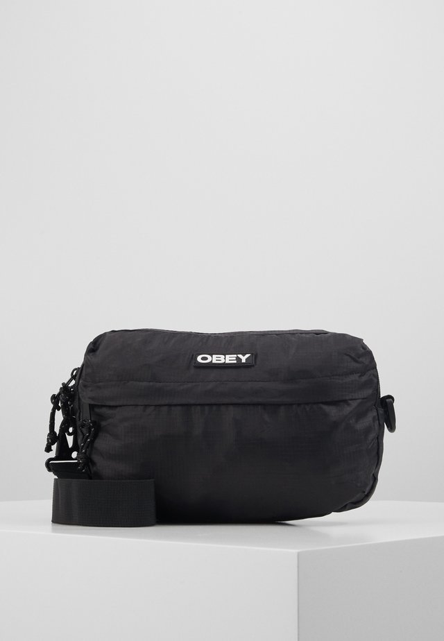 COMMUTER TRAVELER BAG - Torba na ramię - black