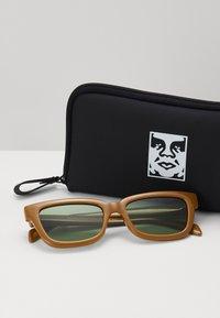 Obey Clothing - ROCCO - Sluneční brýle - caramel - 1