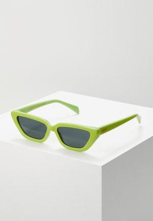 TONY - Sluneční brýle - lime