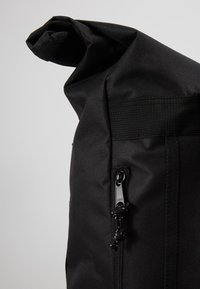 Obey Clothing - CONDITIONS ROLL TOP BAG - Reppu - black - 6