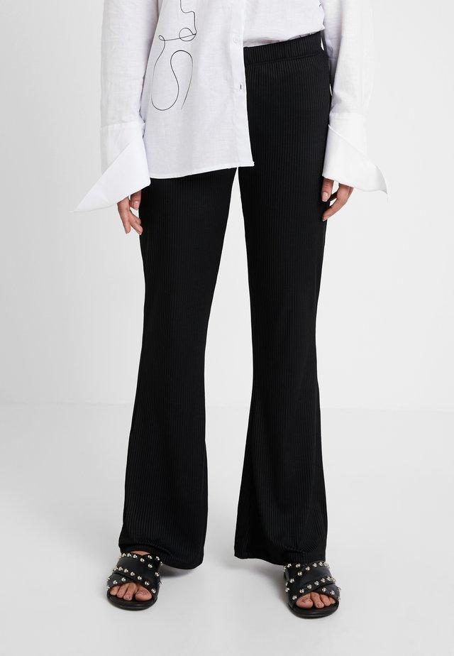 OBJDALIDA FLARED PANT - Pantaloni - black