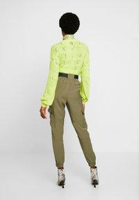 Object - OBJMESA CARGO PANT - Kalhoty - burnt olive - 3