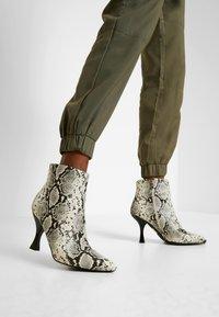 Object - OBJMESA CARGO PANT - Kalhoty - burnt olive - 5