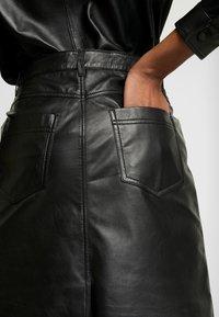 Object - OBJKASANDRA SKIRT - Falda de cuero - black - 5