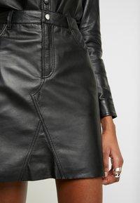 Object - OBJKASANDRA SKIRT - Falda de cuero - black - 3
