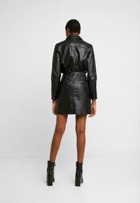 Object - OBJKASANDRA SKIRT - Falda de cuero - black - 2