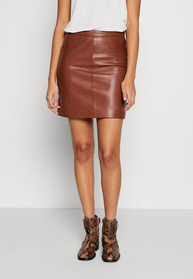 OBJCHLOE SKIRT SEASONAL - Leather skirt - brown patina