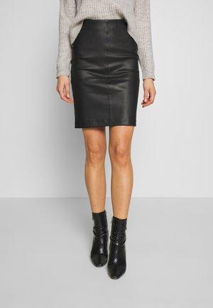 OBJTILDE SKIRT - Pouzdrová sukně - black