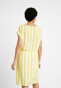 Object - OBJBAY DALLAS DRESS SEASON - Robe d'été - yellow/white - 2