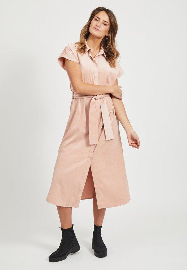BLUSENKLEID BINDEGÜRTEL - Shirt dress - misty rose