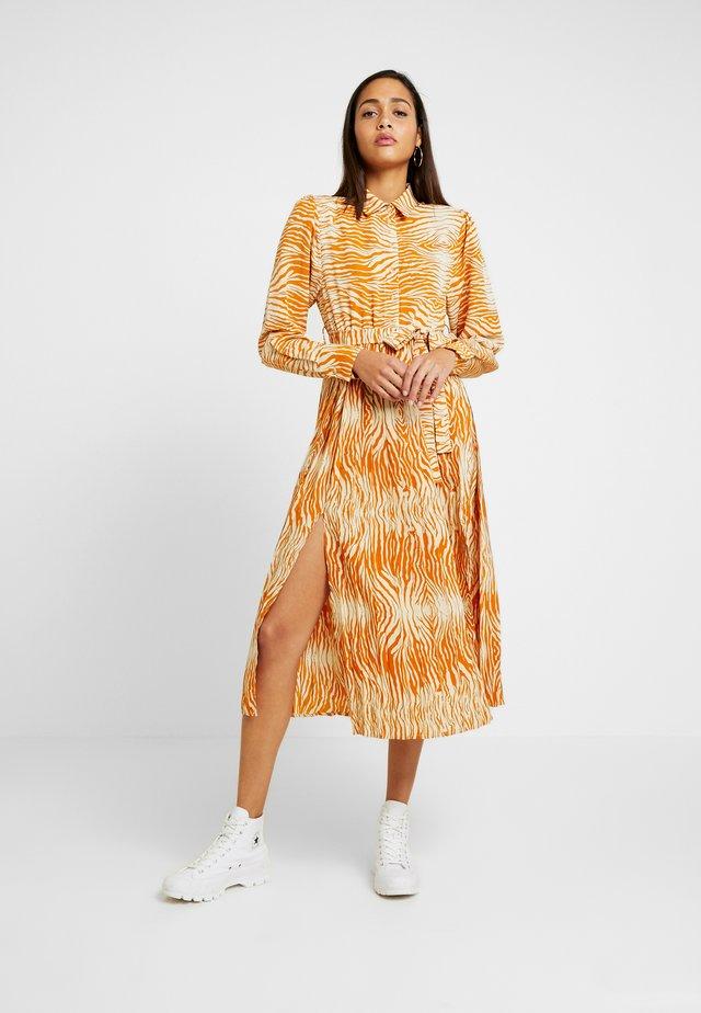 OBJLEANDRA LONG DRESS  - Blusenkleid - humus/wood graine