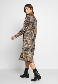 Object - OBJSIAN SHIRT DRESS - Korte jurk - camel/black - 2
