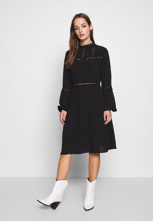 OBJSIFKA DRESS  - Freizeitkleid - black