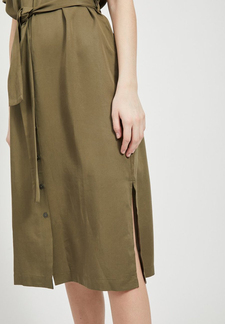 Object OBJTILDA ISABELLA S/S DRESS NOOS - Sukienka koszulowa - burnt olive