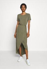 Object - JANNIE NADIA  - Maxi-jurk - burnt olive - 0