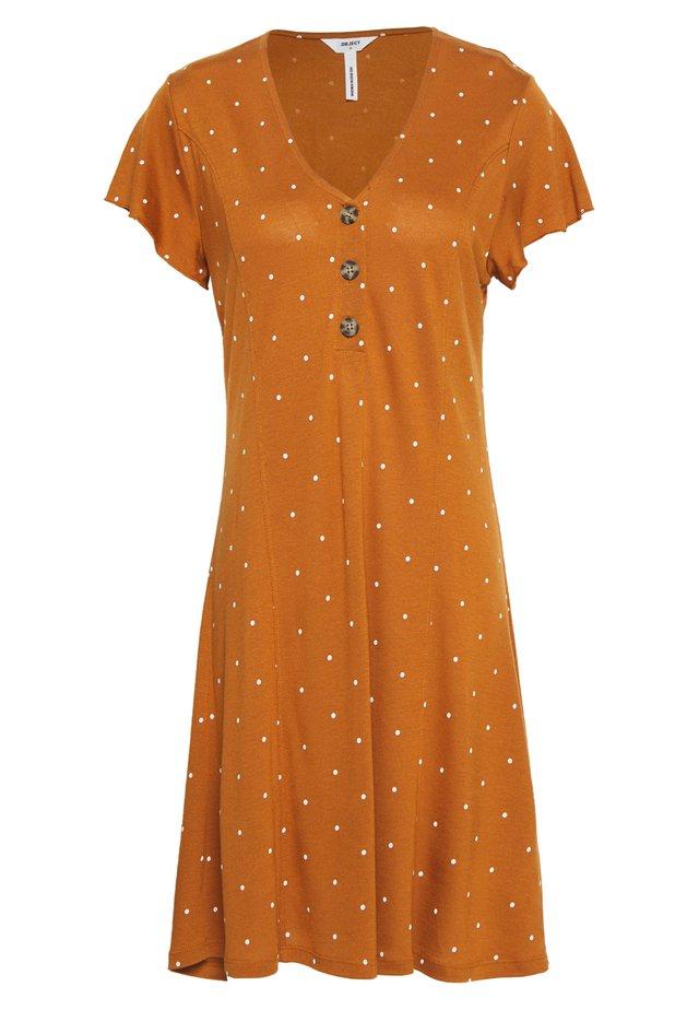 OBJCAROLINE DRESS - Jerseykleid - sugar almond/cloud dancer