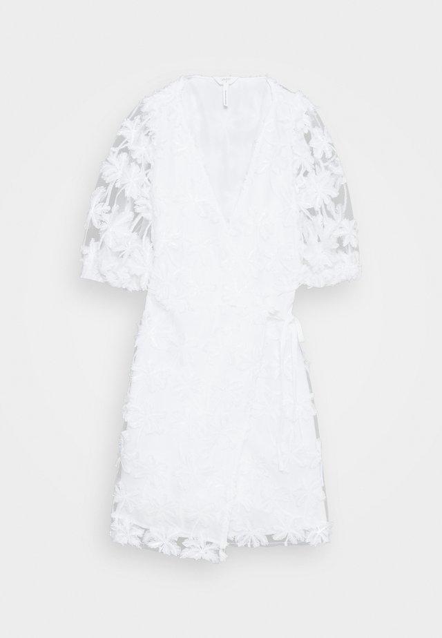OBJSABRINA 2/4 WRAP SHORT DRESS - Denní šaty - gardenia