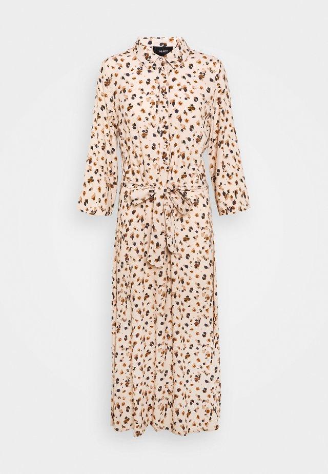 OBJNELLE 3/4 LONG SHIRT DRESS - Vestido camisero - sandshell