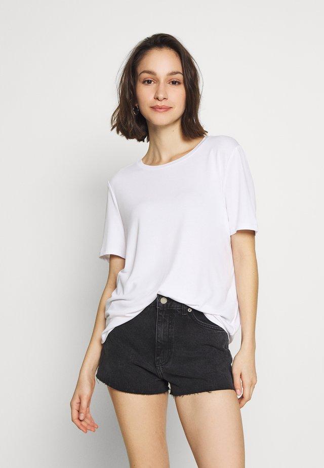 OBJANNIE NOOS - Jednoduché triko - white